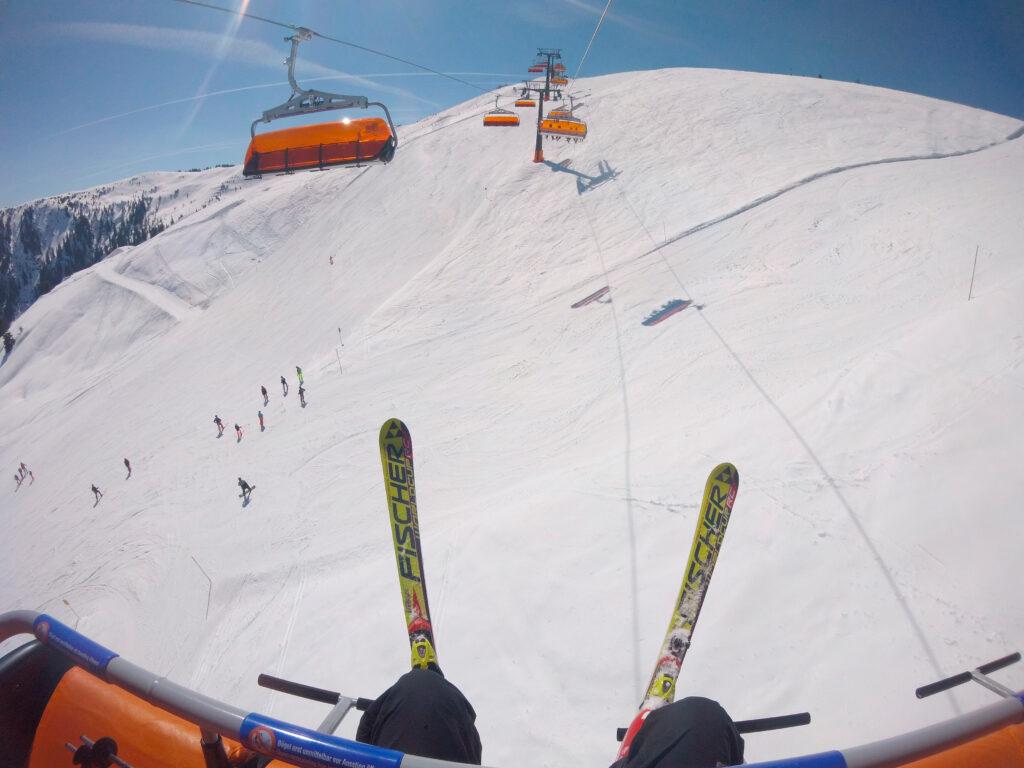 Лыжник на подъемнике
